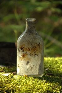 Old_medicine_bottle_02